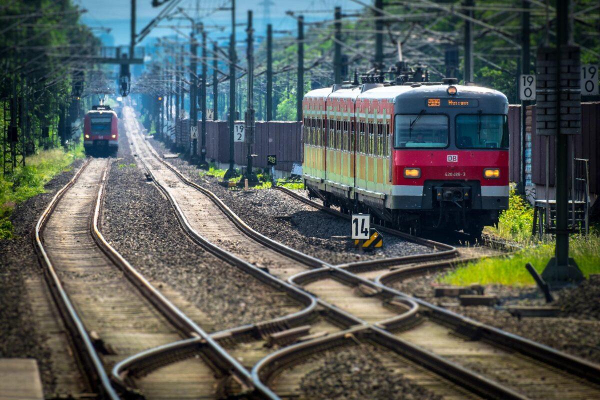 Osteopathie, treinnetwerk en elektrische auto's